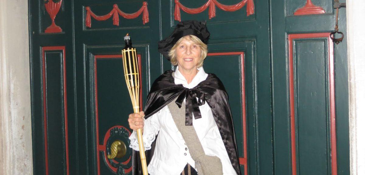 Nachtwächtersfrau Bonn   –     Nachtwächter Fackeltour historische Stadtführung